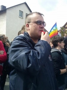 Pfeifen gegen Nazis